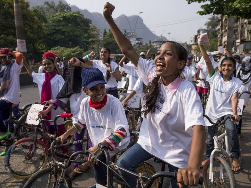 Nearly 100 women and girls rode through the busy streets of Mumbra in a bike rally for gender equality organized by Awaaz. In this conservative community on the outskirts of Mumbai, bike riding is often seen as inappropriate for women.