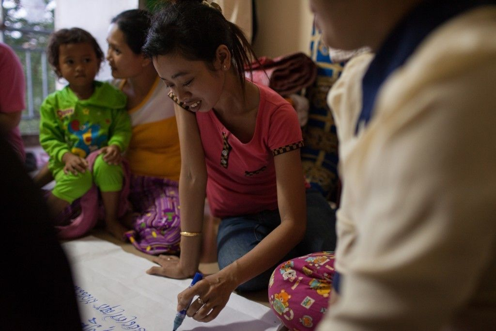 A group of garment factory workers participate in an introductory workshop held by WIC. Photo by Evan Abramson.