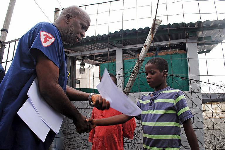 Moses Duo, 9, receives a certificate for being cured of the Ebola virus in Paynesville, Liberia, July 20, 2015. (Photo: James Giahyue/Reuters)