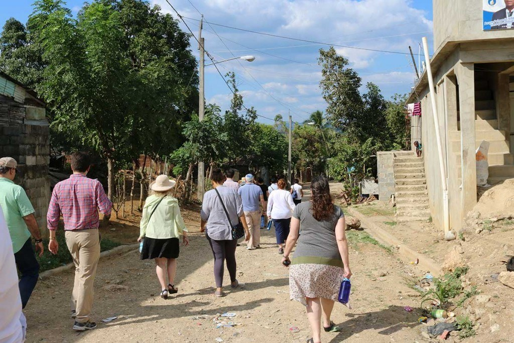 The Global Justice Fellows visit the Palmarejo batey